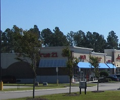 shops and restaurants at Leland NC